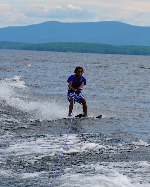 waterski O out of the wake